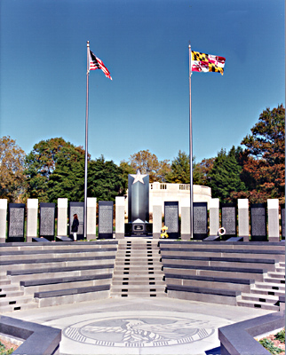 [color photograph of the World War II Memorial]