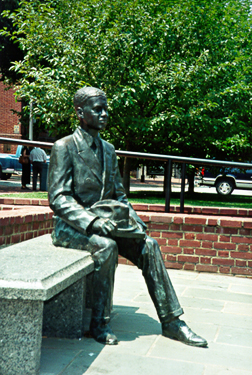 [color photograph of Donald Gaines Murray statue]